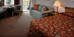Wellfleet Motel & Lodge Queen Bed and Sofa